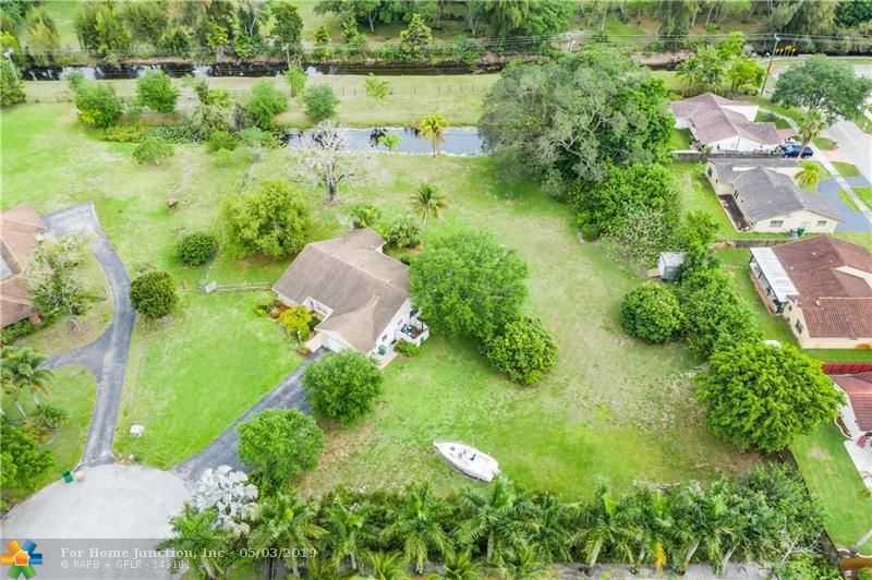 $720,000 - 3Br/3Ba -  for Sale in Rio Ranches 91-30 B, Davie