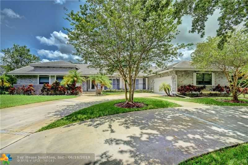 $649,000 - 3Br/3Ba -  for Sale in Cypress Head, Parkland