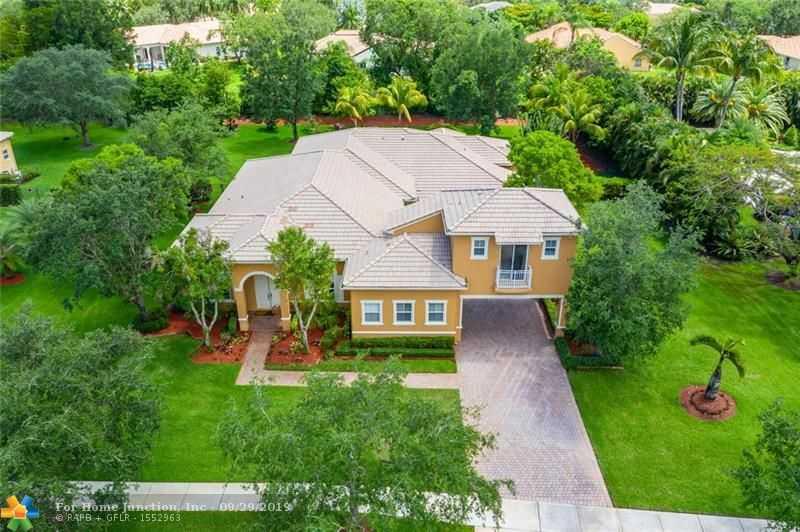$900,000 - 6Br/5Ba -  for Sale in Groves Park 165-6 B, Davie