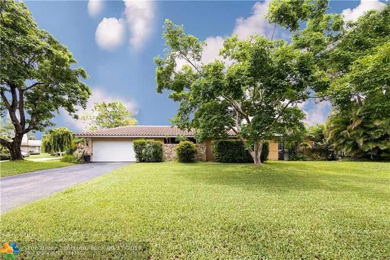 $459,000 - 4Br/3Ba -  for Sale in Oak Wood 80-39 B, Coral Springs