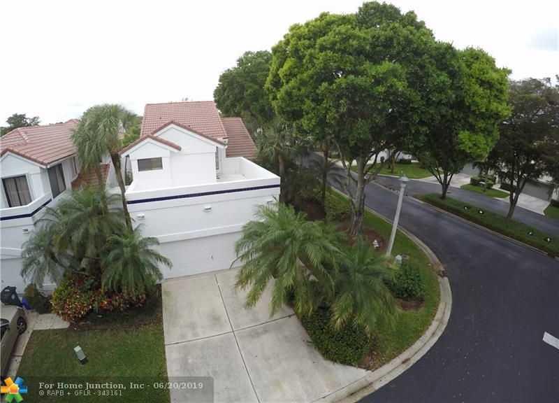 $389,900 - 3Br/4Ba -  for Sale in Wimbeldon Villas Via Verd, Boca Raton