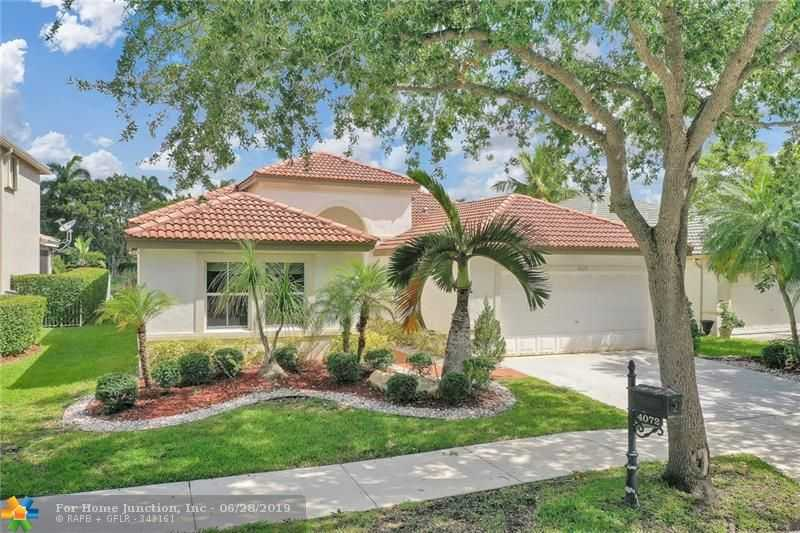 $549,900 - 4Br/3Ba -  for Sale in Sector 8, 9 & 10, Weston