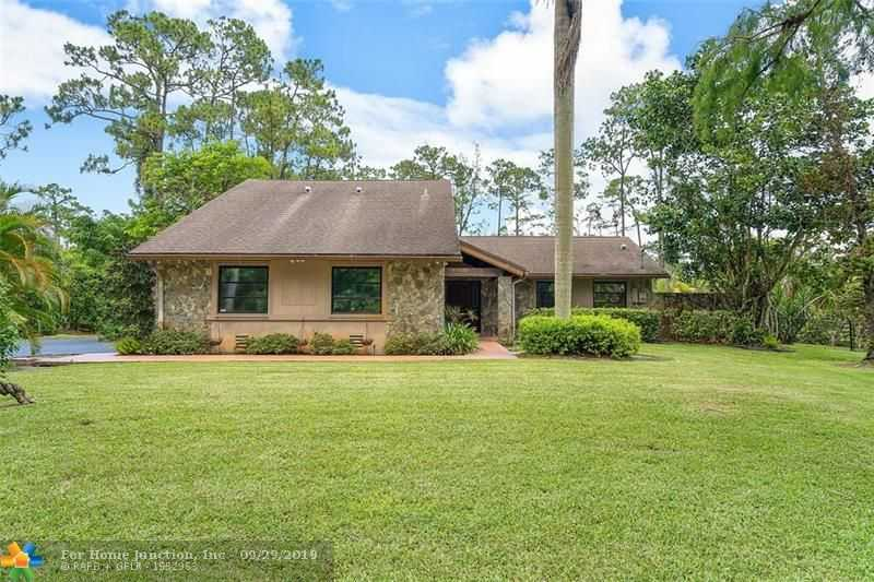 $589,000 - 4Br/3Ba -  for Sale in Pine Tree Estates, Parkland