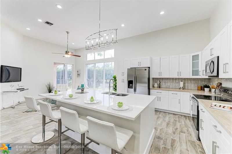 $439,900 - 4Br/2Ba -  for Sale in Cypress Cay 156-35 B, Parkland