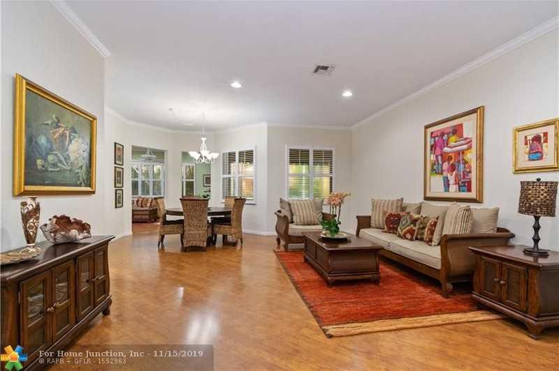 $530,000 - 4Br/3Ba -  for Sale in Savanna, Weston