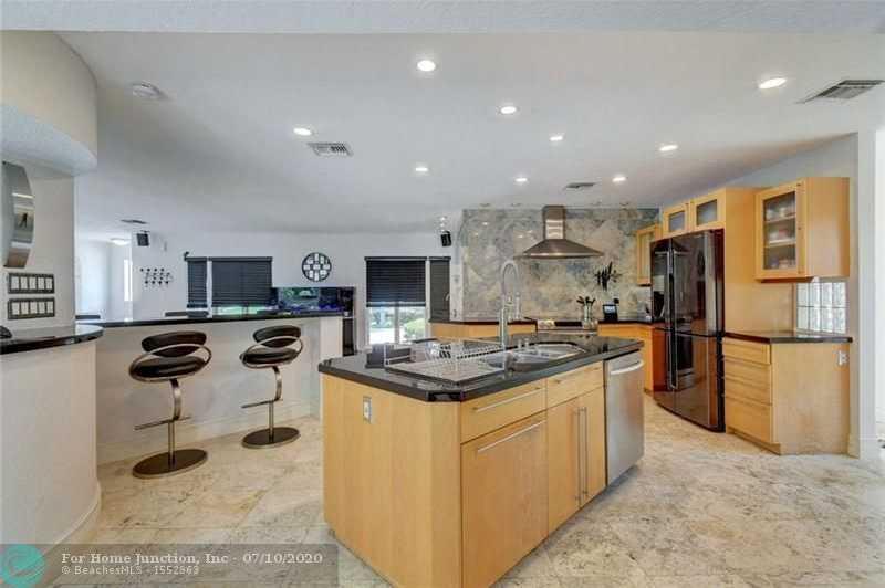 $675,000 - 3Br/3Ba -  for Sale in Royal Oak Hills Sec 02, Boca Raton