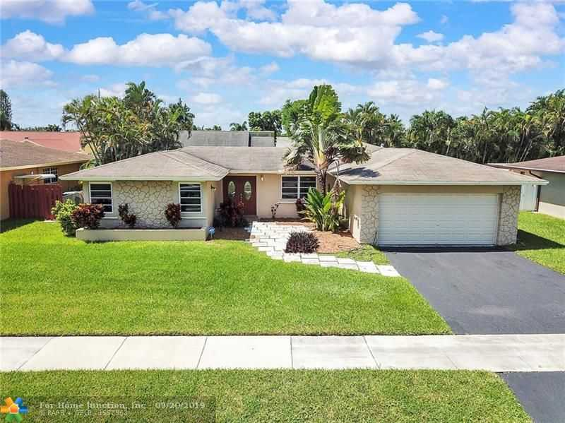 $399,900 - 3Br/2Ba -  for Sale in Arrowhead Golf & Tennis, Davie