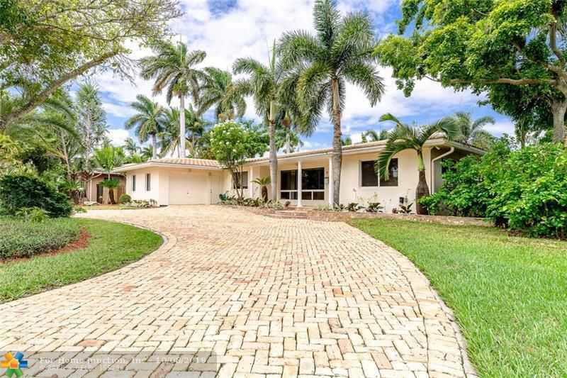 $899,999 - 5Br/4Ba -  for Sale in Hollywood Lakes Sec 1-32, Hollywood