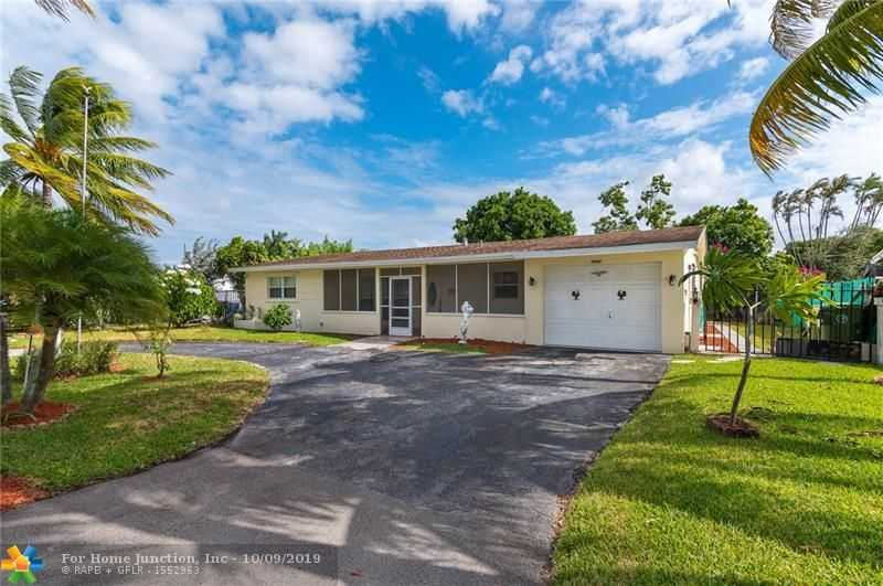 $299,900 - 3Br/3Ba -  for Sale in Twin Lakes Resub Of, Fort Lauderdale