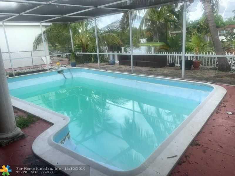 $375,000 - 4Br/3Ba -  for Sale in Miramar Isles Sec 2, Miramar