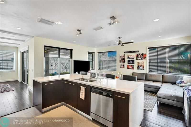 $549,998 - 4Br/3Ba -  for Sale in Sector 4 North 153-46 B, Weston