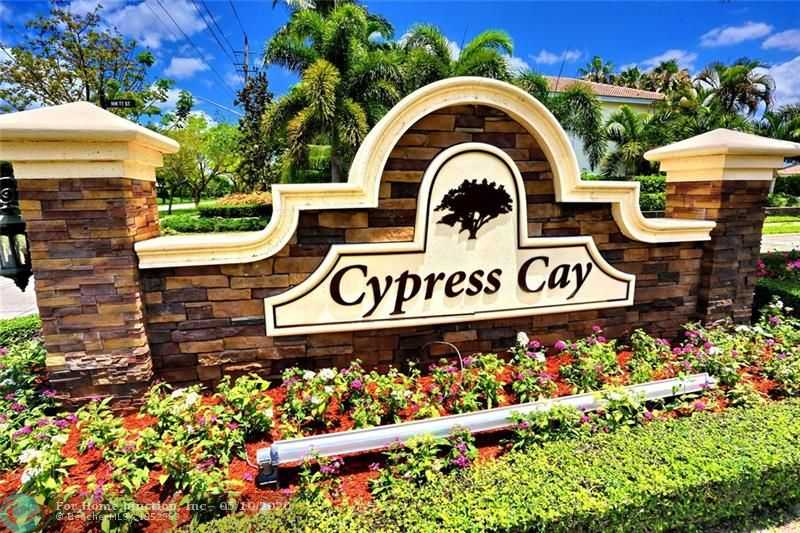 $449,000 - 4Br/2Ba -  for Sale in Cypress Cay, Parkland