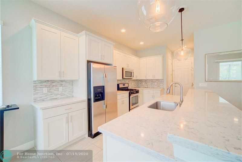 $574,900 - 4Br/3Ba -  for Sale in Heron Bay, Parkland