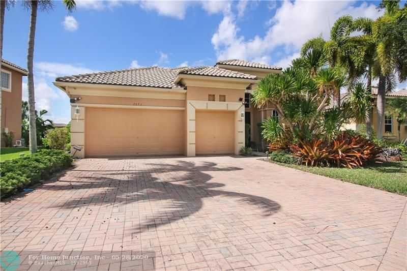 $569,900 - 4Br/3Ba -  for Sale in Heron Bay/the Greens, Parkland