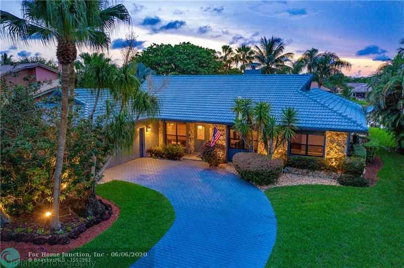 $499,900 - 4Br/3Ba -  for Sale in Cypress Run, Coral Springs