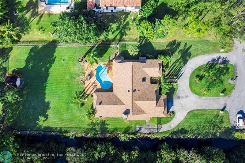 $795,000 - 4Br/4Ba -  for Sale in Pine Tree Estates, Parkland