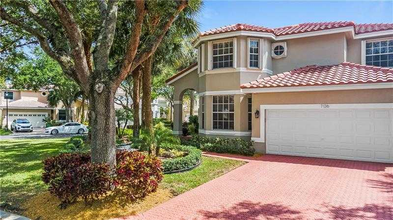 $650,000 - 5Br/4Ba -  for Sale in Cypress Cay 156-35 B, Parkland