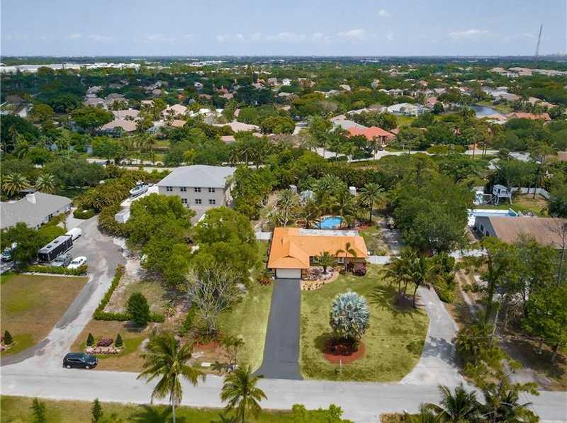 $825,000 - 4Br/3Ba -  for Sale in Pine Tree Estates, Parkland