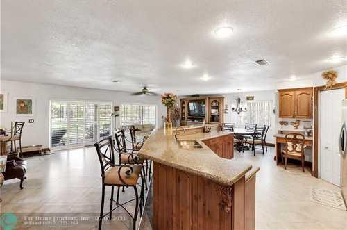 $685,000 - 5Br/3Ba -  for Sale in Ameritrail Sec Two 151-28, Pembroke Pines