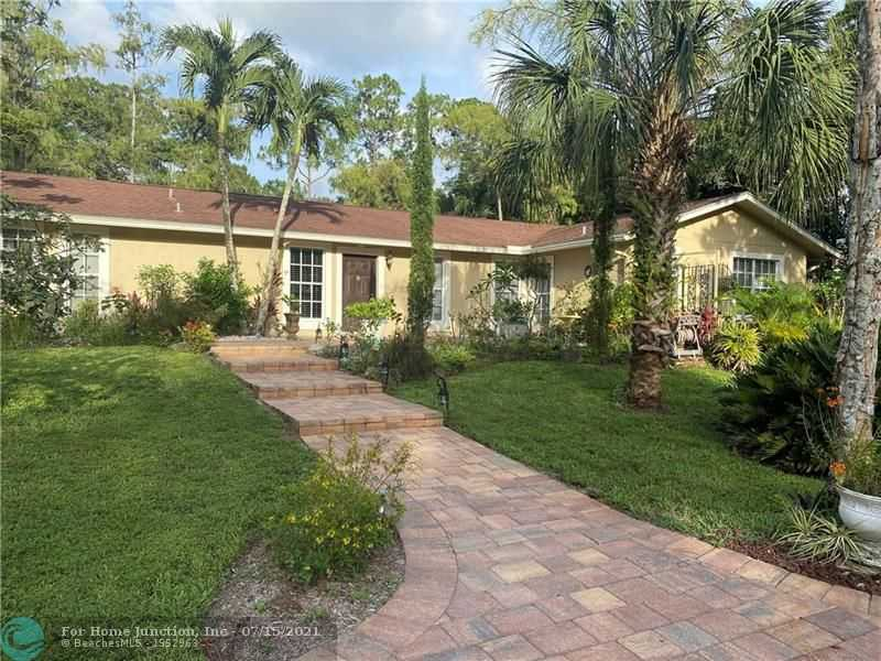 $989,000 - 4Br/3Ba -  for Sale in Pine Tree Estates, Parkland