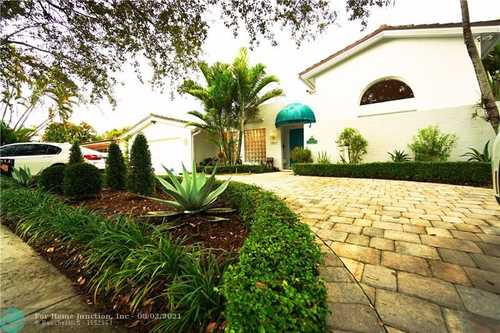 $790,000 - 4Br/4Ba -  for Sale in Miami Lakes Sec 06, Miami Lakes
