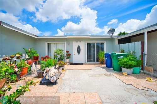 $215,000 - 2Br/1Ba -  for Sale in Vista Verde, Miami Gardens