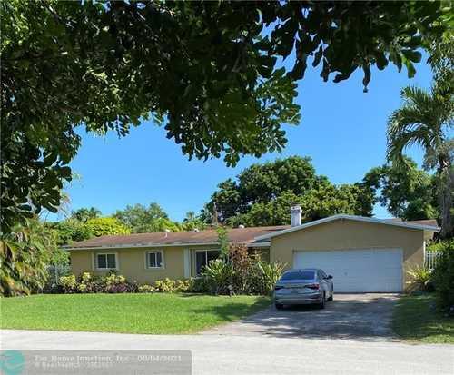 $599,000 - 3Br/2Ba -  for Sale in Green Briar Acres 1st Add, Palmetto Bay