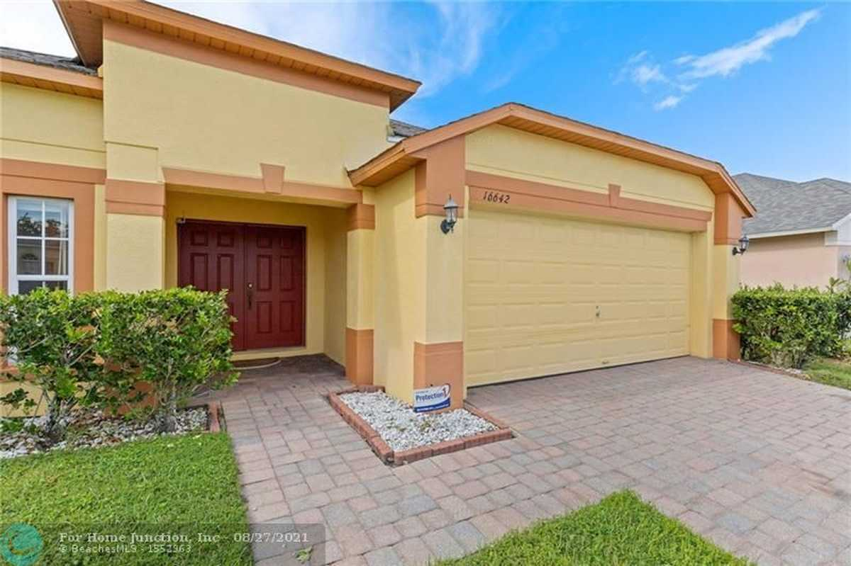$420,000 - 4Br/3Ba -  for Sale in Timber Isle, Other City - In The State Of Florida