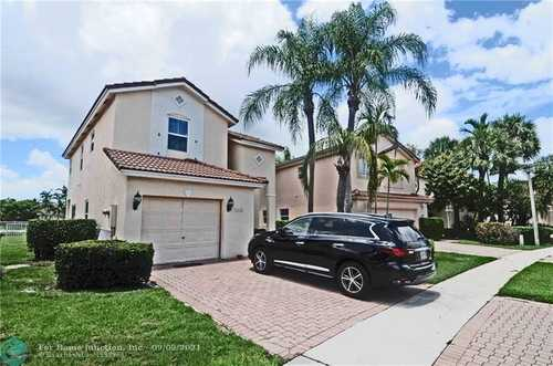 $475,000 - 3Br/3Ba -  for Sale in Hollywood Lakes Country C, Pembroke Pines