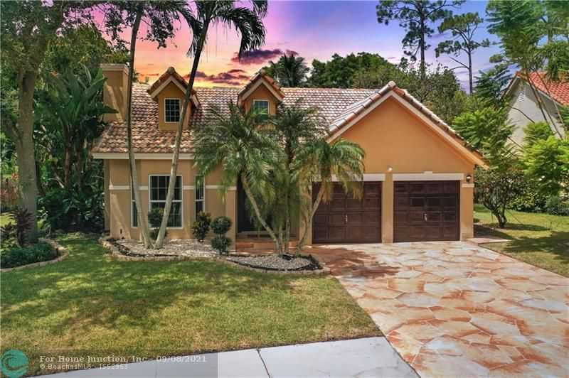 $755,000 - 4Br/3Ba -  for Sale in Countrys Point 119-29 B, Parkland