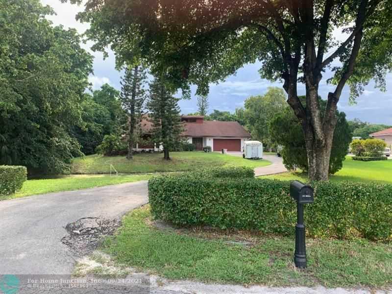 $795,000 - 3Br/3Ba -  for Sale in Pine Tree Estates, Parkland