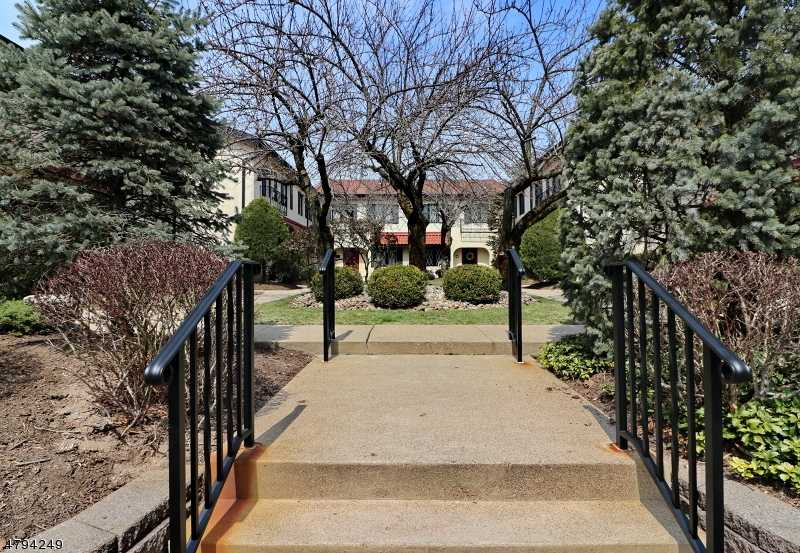$419,900 - 2Br/4Ba -  for Sale in Convent Mews, Morristown Town
