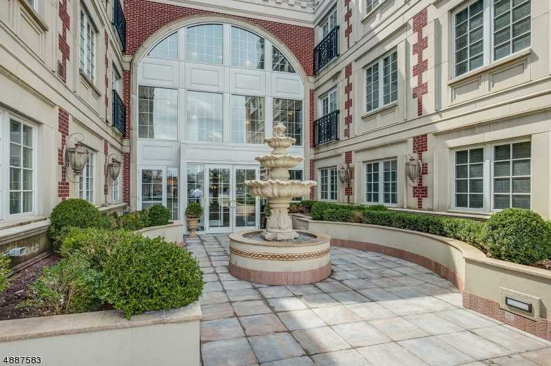 $1,299,000 - 2Br/3Ba -  for Sale in Westfield Town