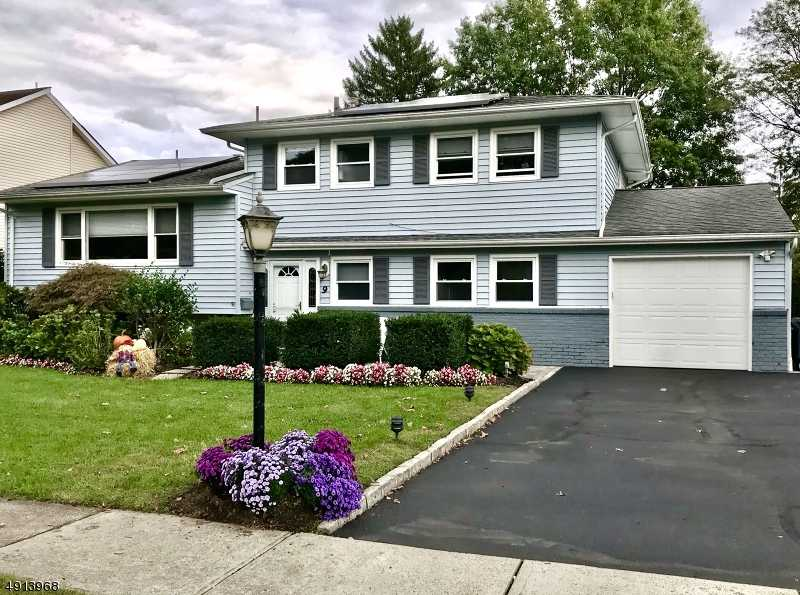 $579,000 - 4Br/3Ba -  for Sale in Woodside, Springfield Twp.