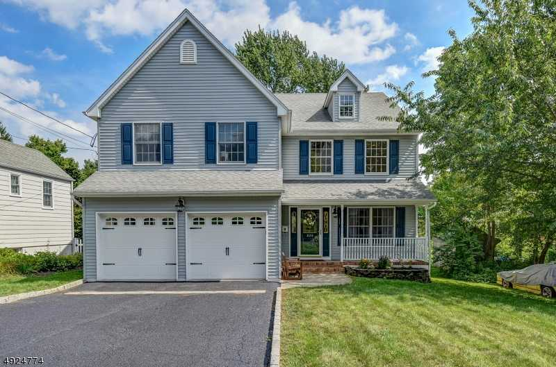 $899,999 - 5Br/3Ba -  for Sale in Wychwood Vicinity, Westfield Town