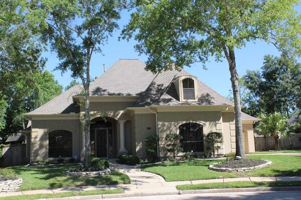 $699,900 - 4Br/4Ba -  for Sale in Bay Oaks, Houston