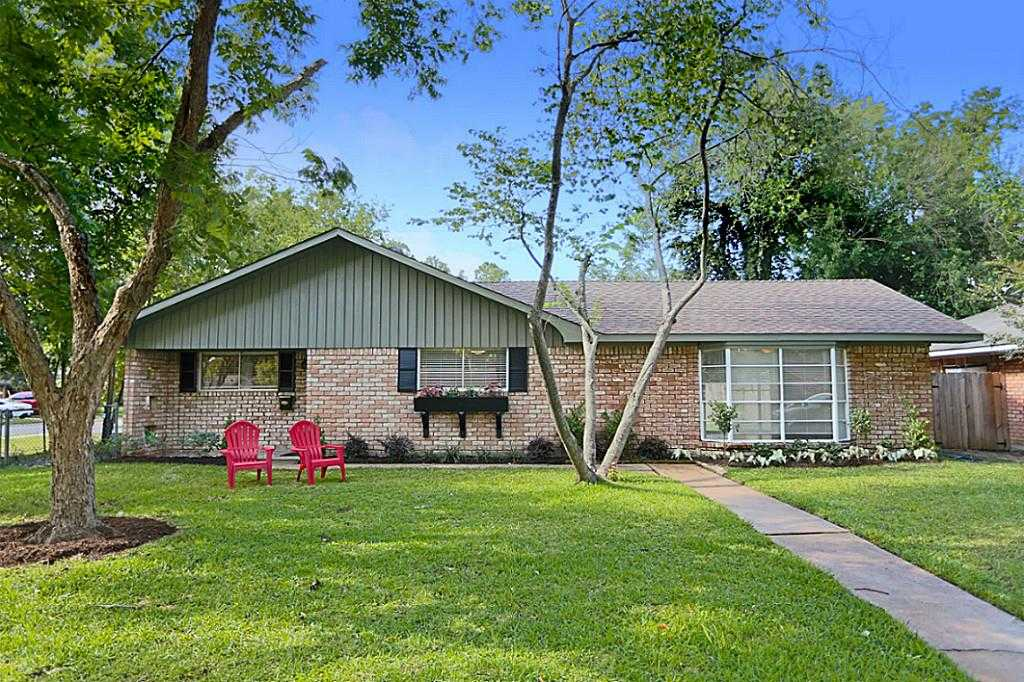 $299,000 - 4Br/2Ba -  for Sale in Campbell Woods Sec 02, Houston