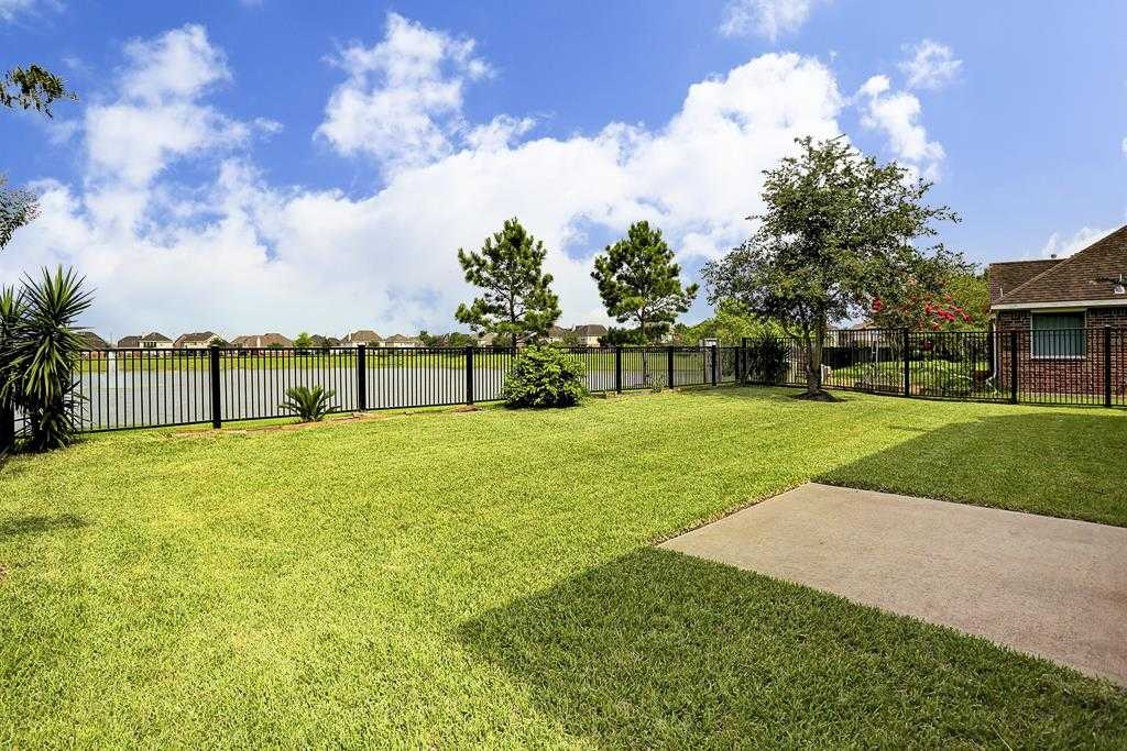 $334,900 - 4Br/4Ba -  for Sale in Brittany Lakes Sec 10 2004, League City