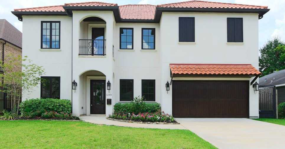 $989,000 - 4Br/5Ba -  for Sale in Oak Forest 1,