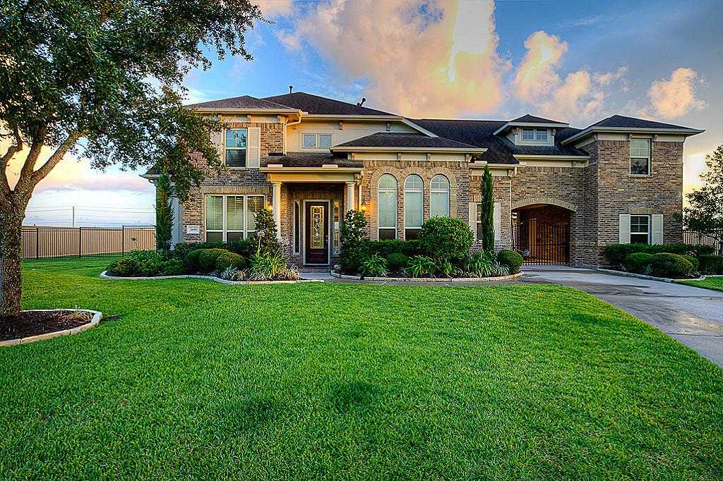 $549,000 - 4Br/4Ba -  for Sale in Whispering Lakes Ranch Sec 1, League City