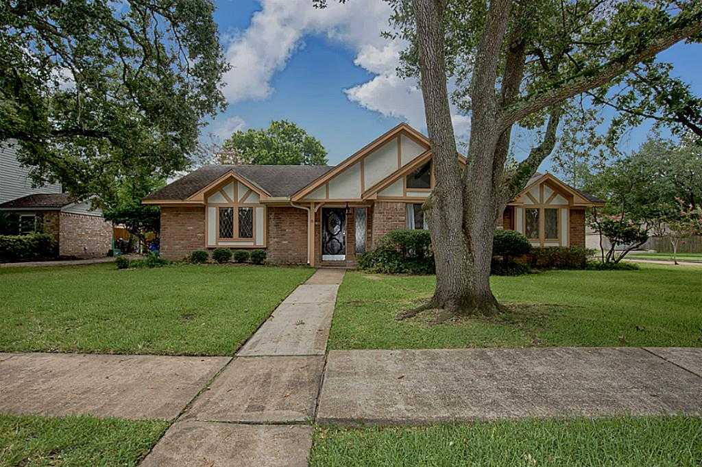 $240,000 - 4Br/3Ba -  for Sale in Middlebrook Brook Forest, Houston