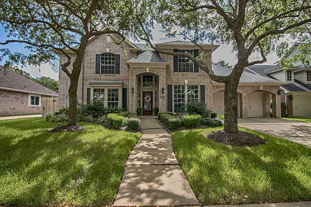 $355,000 - 4Br/4Ba -  for Sale in Pine Brook Sec 06, Houston