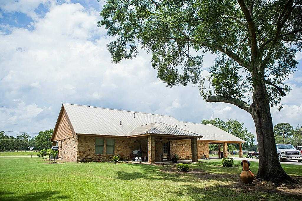 $630,000 - 3Br/3Ba -  for Sale in N/a, Angleton