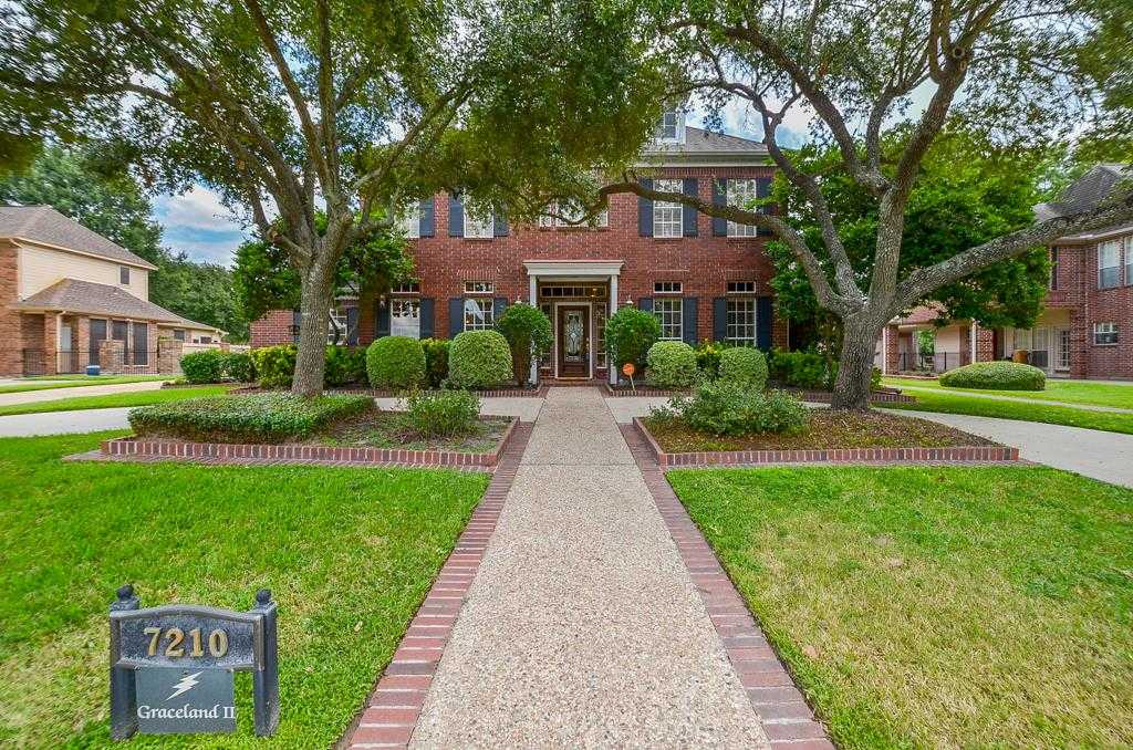 $355,000 - 4Br/4Ba -  for Sale in Hearthstone Green, Houston