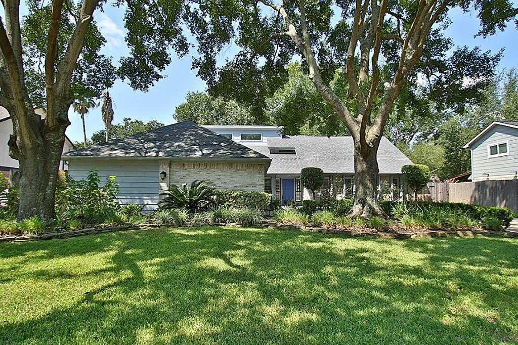 $299,000 - 4Br/3Ba -  for Sale in Hearthstone Sec 01, Houston