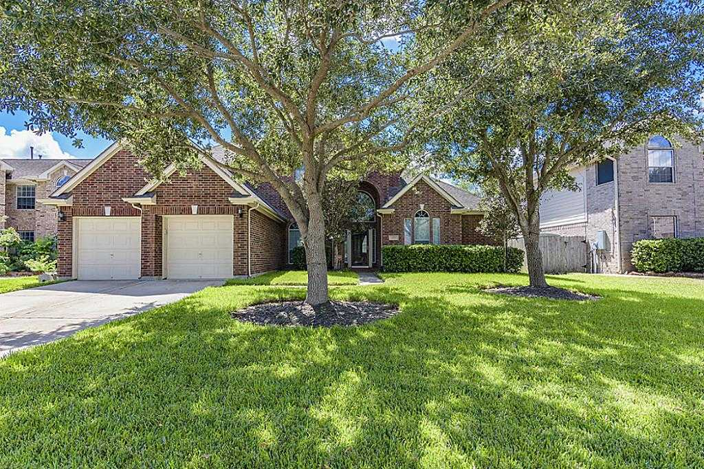 $365,000 - 5Br/4Ba -  for Sale in Brittany Lakes Sec 10 2004, League City