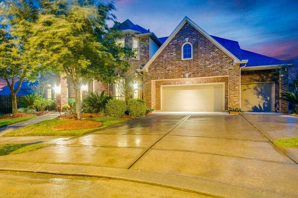 $550,000 - 5Br/5Ba -  for Sale in Firethorne Sec 11, Katy