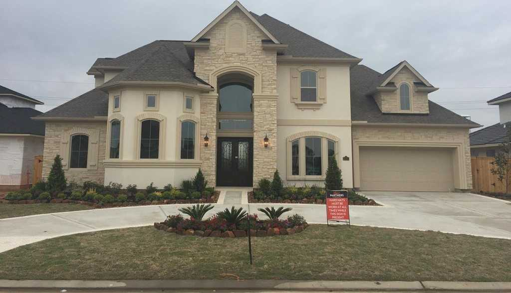 $899,950 - 5Br/5Ba -  for Sale in Towne Lake, Cypress