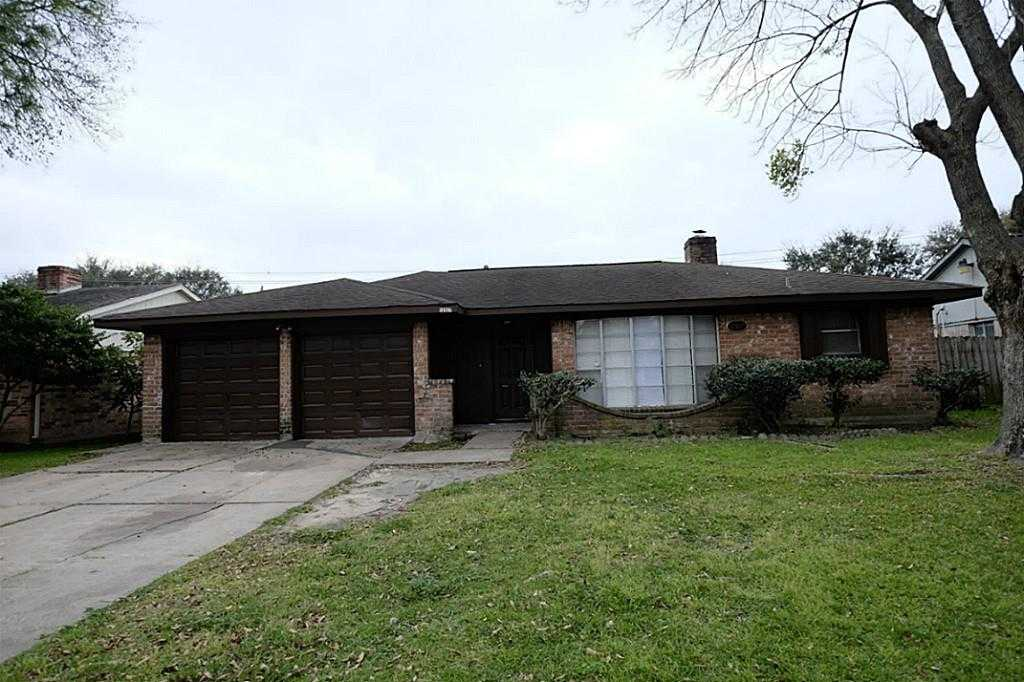 - 4Br/2Ba -  for Sale in Brookfield, Houston