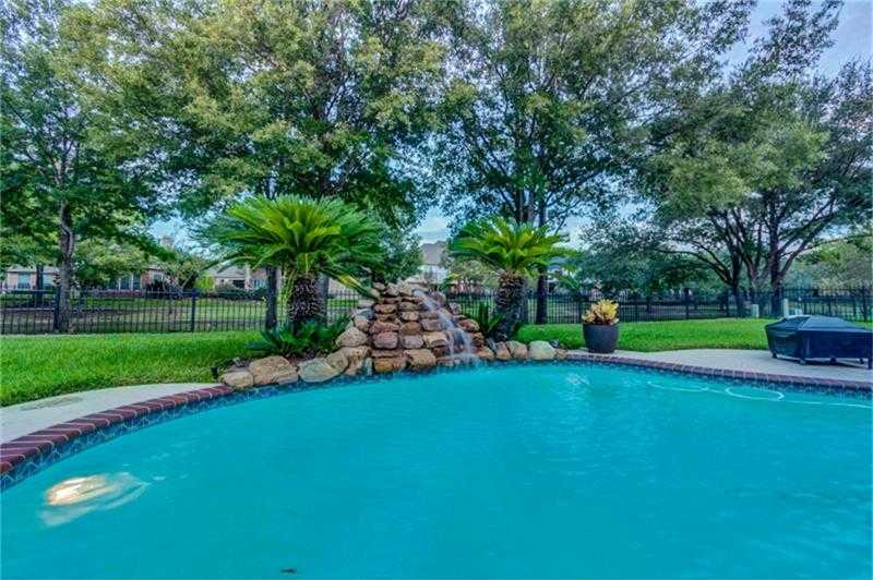 $425,000 - 4Br/4Ba -  for Sale in Lakes Fairfield Sec 01,